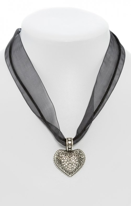 Traditional necklace with heart black